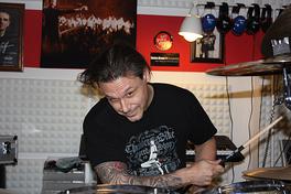Lukas Soland in seiner Drum-Schule in den Katakomben vom Trafo Baden
