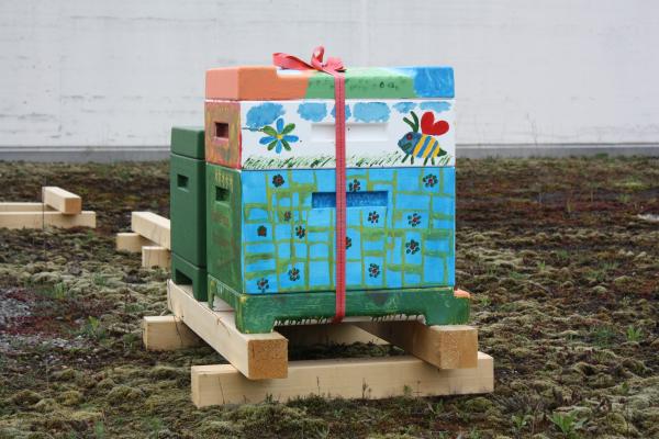 Bienen-Häuschen im Trafo-Design